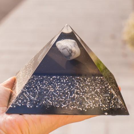 Kristal magnezit, orgonit, piramida, orgonska energija, šungit
