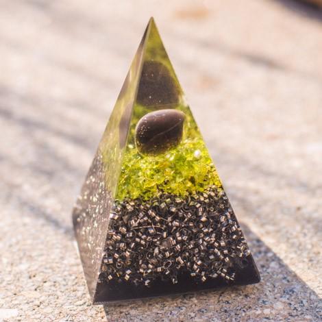 APAŠKA SOLZA in ŠUNGIT orgonit piramida