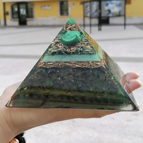 MALAHITE orgonite pyramid