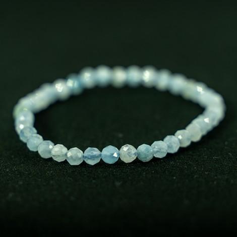 bracelet with aquamarine crystal