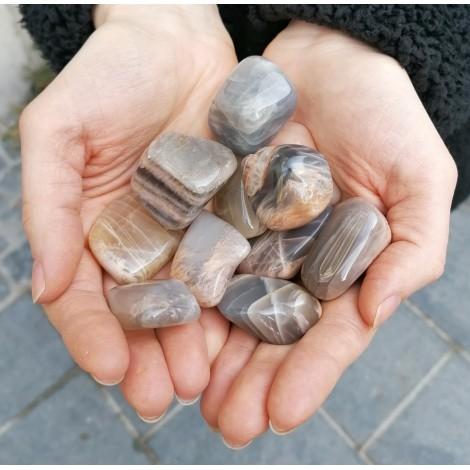 mesečev kamen, kamen za ženske težave, hormoni, boleče menstruacije, pms, trgovina s kristali, ugodne cene, hitra dostava