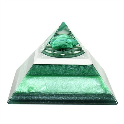 malahite orgonite pyramid, crystal shop, positive impacts on room