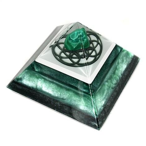 malahite orgonite pyramida, energy pyramid, crystal shop