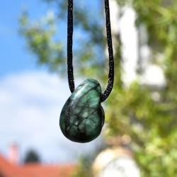 crystal necklace, smaragd crystal, energy necklace