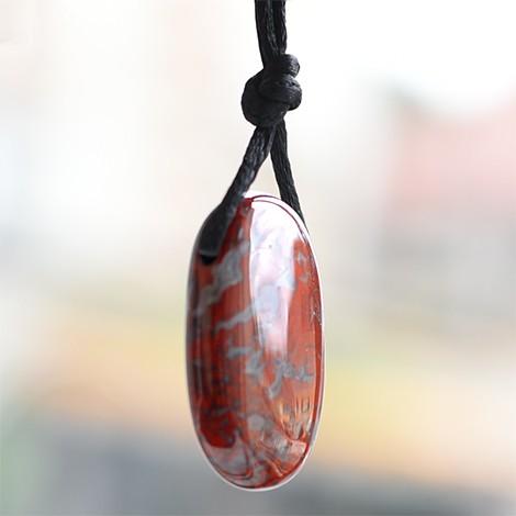 breckie jaspis kristalni obesek, energijski nakit, trgovina s kristali, rdeči kristal, nakit s kristali