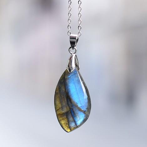 labradorit kristal, obesek ogrlica, energijski nakit