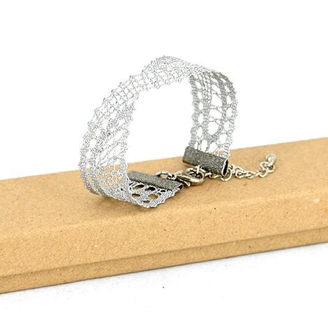 klekljana zapestnica, ročno delo slovenije, srebrna čipka