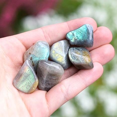 žepni kristal labradorit, trgovina s kristali, pravi žepni kristal