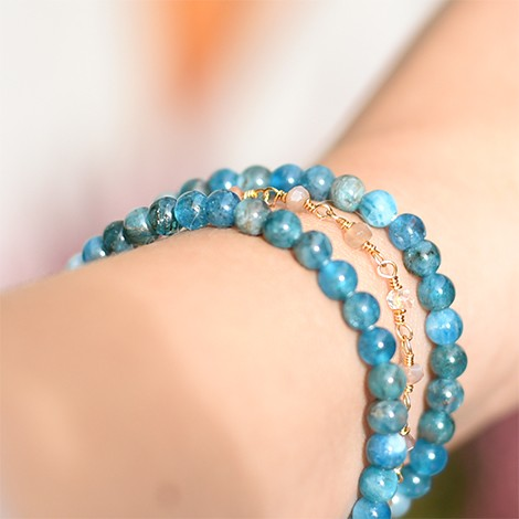 zapestnica s kristalom apatit, energijski nakit, kristal apatit, trgovina s kristali