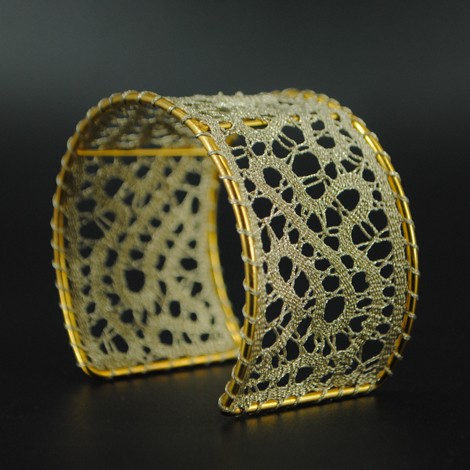 zapestnica klekljana čipka zlata nakit iz čipke
