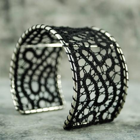 zapestnica klekljana čipka črna nakit iz čipke