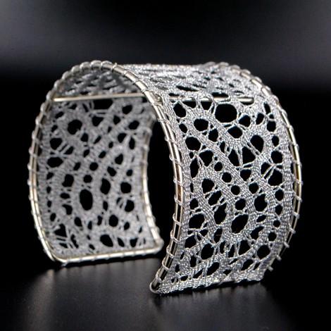 zapestnica iz klekljane čipke, poročni nakit, klekljan nakit, klekljana čipka poroka, darilo