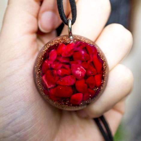 korala, kristal, orgonit,zaščita, ogrlica,