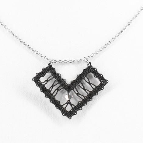 idrijska čipka, ročno izdelana, črna, ogrlica