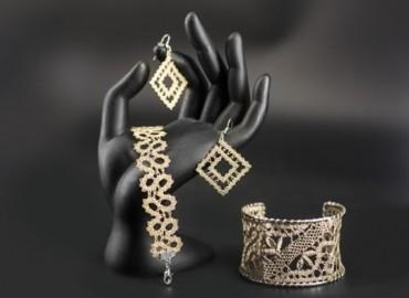 Prodajna razstava vzorcev za izdelavo nakita iz klekljane čipke